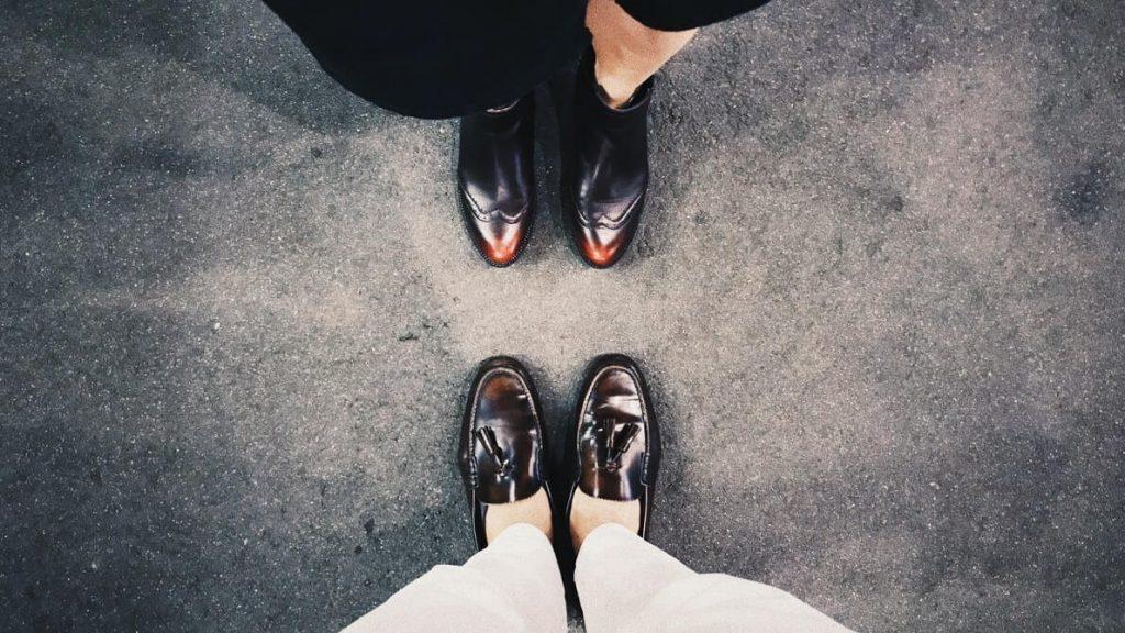Foloseste o crema hidratanta pentru a pastra elasticitatea pantofilor tai