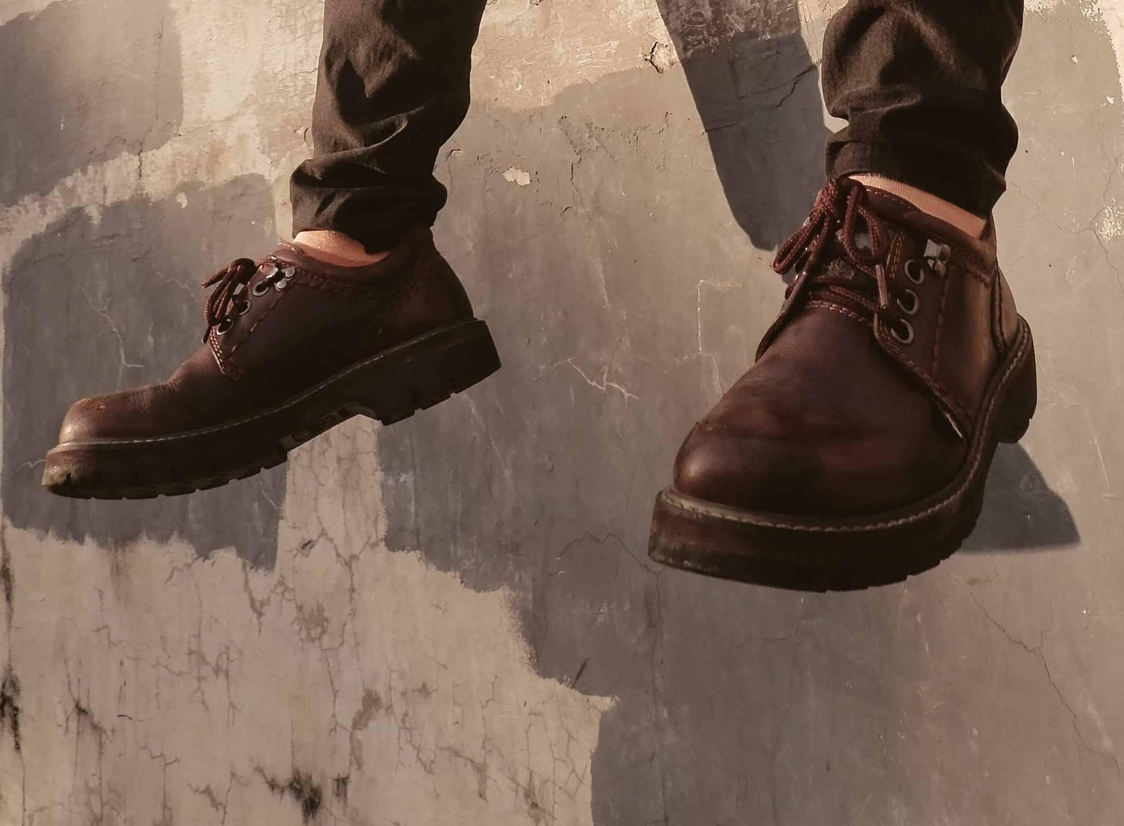 Pantofii casual sau sport sunt ideali pentru plimbarile in natura toamna