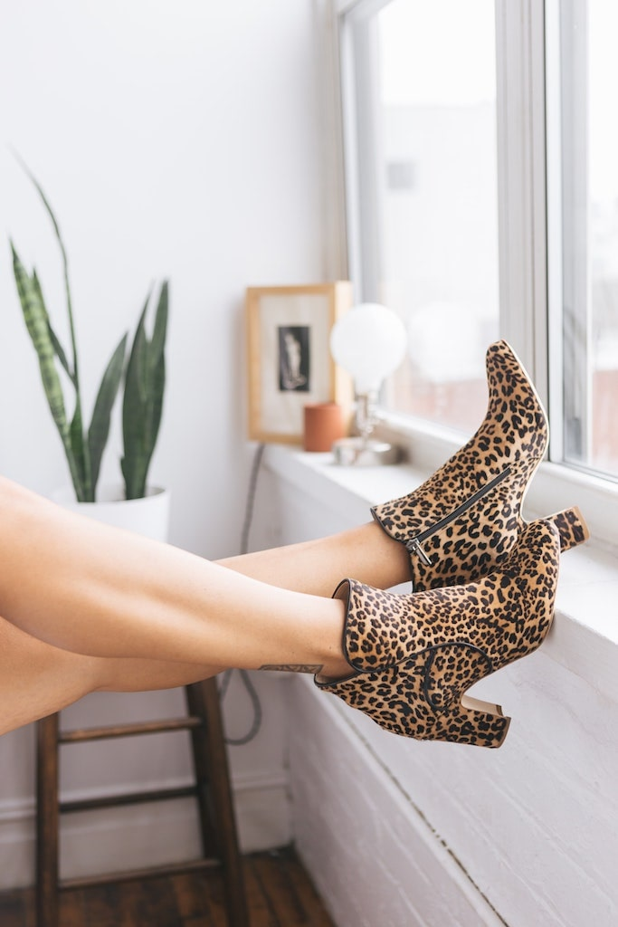 Alege o pereche de cizme scurte din piele naturala pentru a iesi in evidenta
