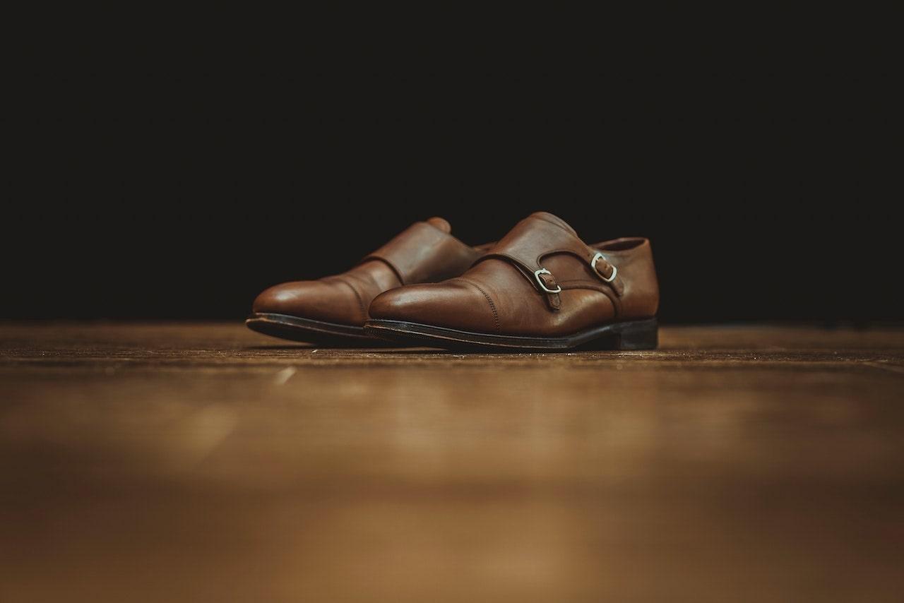 O pereche de pantofi barbati eleganti din piele naturala iti ofera incredere atat la o tinuta office cat si la evenimente