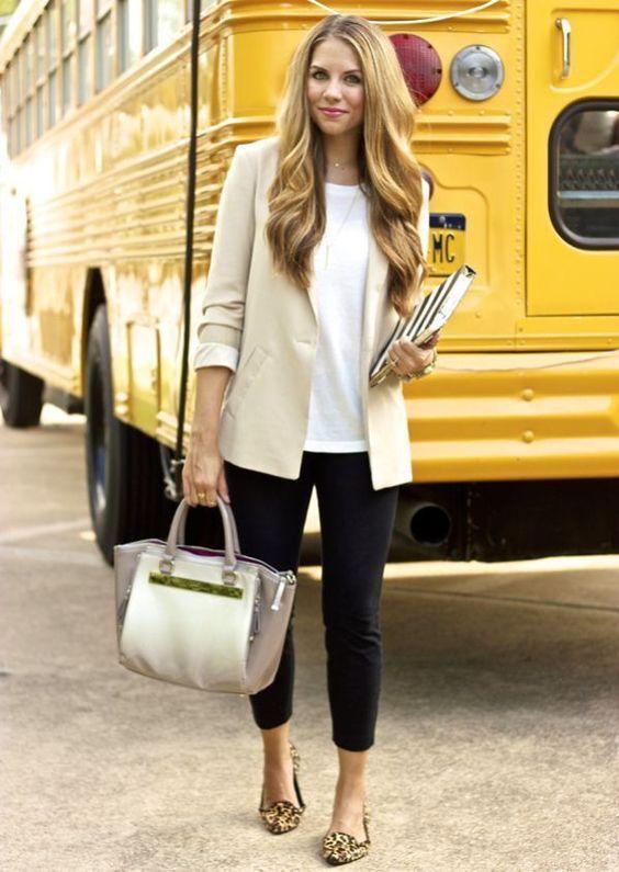 Pentru femei, smart casual este un stil vestimentar putin ambiguu, care presupune piese alese, dar relaxate. Asadar, pentru obtinerea unui look perfect, cuvantul de baza este echilibru.