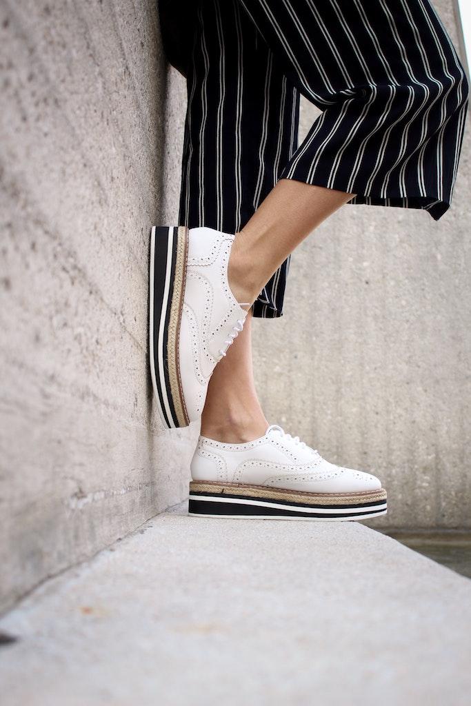 Pantofii casual sau sport pot fi alegerea ideal in zilele capricioase de toamna