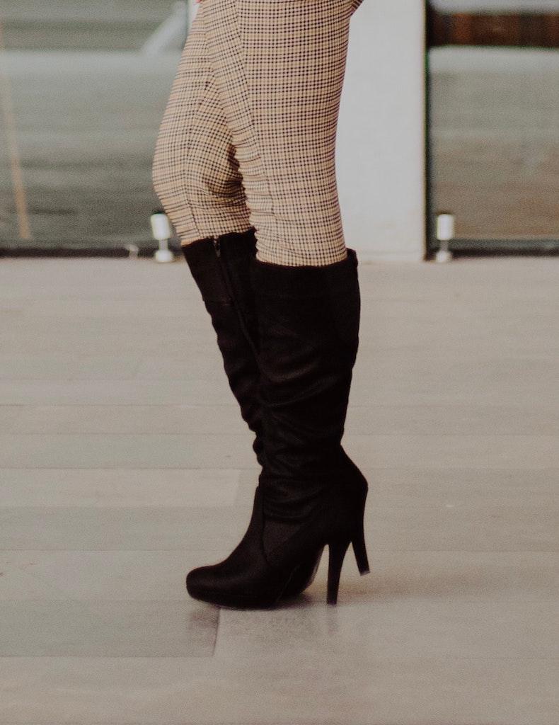 Alege o pereche de cizme din piele naturala intoarsa si o iesi in evidenta prin eleganta si stil