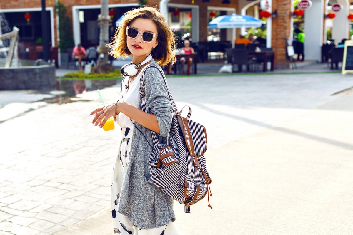 Pe Lavis.ro poti gasi rucsacuri din piele naturala de dama ce poate fi asortata stilului tau smart casual