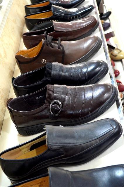 Pe Lavis.ro poti gasi pantofi din piele naturala de barbati ce pot fi asortati stilului tau smart casual