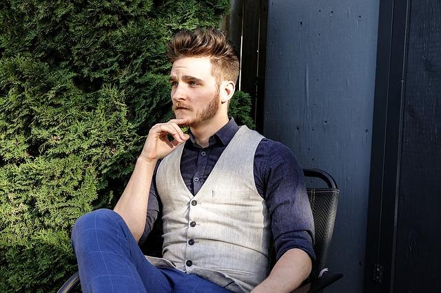Pe Lavis.ro poti gasi incaltaminte din piele naturala de barbati ce poate fi asortata stilului tau smart casual