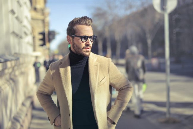 Vestimentatia smart casual pentru barbati poate varia in functie de loc, profesie, birou sau anotimp.