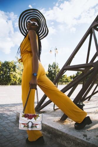 Vestimentatia smart casual pentru femei poate varia in functie de loc, profesie, birou sau anotimp.