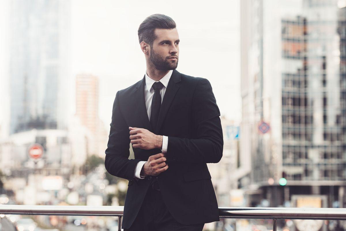 Pe Lavis.ro poti gasi pantofi din piele naturala de barbati ce pot fi asortati stilului tau office de vara