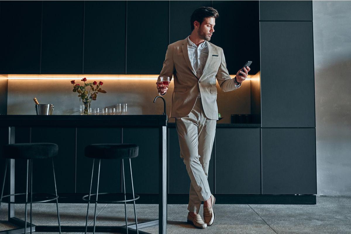 Pe Lavis.ro poti gasi incaltaminte din piele naturala de barbati ce poate fi asortata stilului tau office
