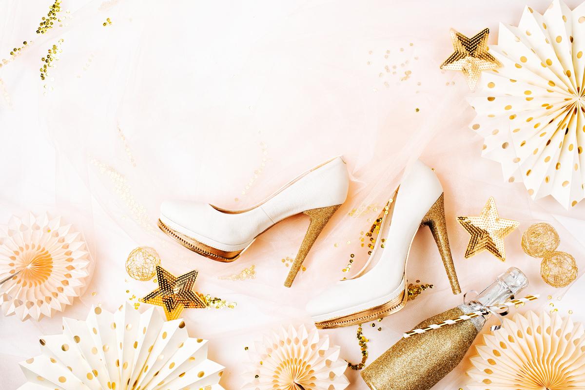 Pe Lavis.ro gasesti pantofi din piele naturala de barbati sau de femei ce pot fi asortati stilului tau de petrecere