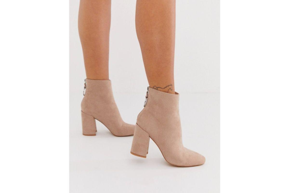 Pe Lavis.ro poti gasi cizme din piele naturala de dama ce pot fi asortate stilului tau elegant de petrecere