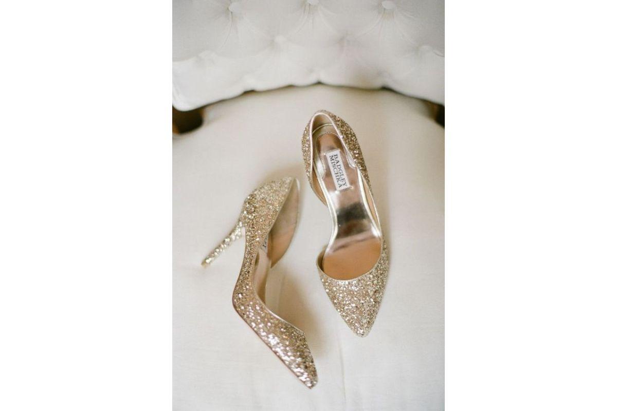 Pe Lavis.ro poti gasi pantofi cu toc din piele naturala de dama ce poate fi asortati stilului tau elegant din seara de Revelion