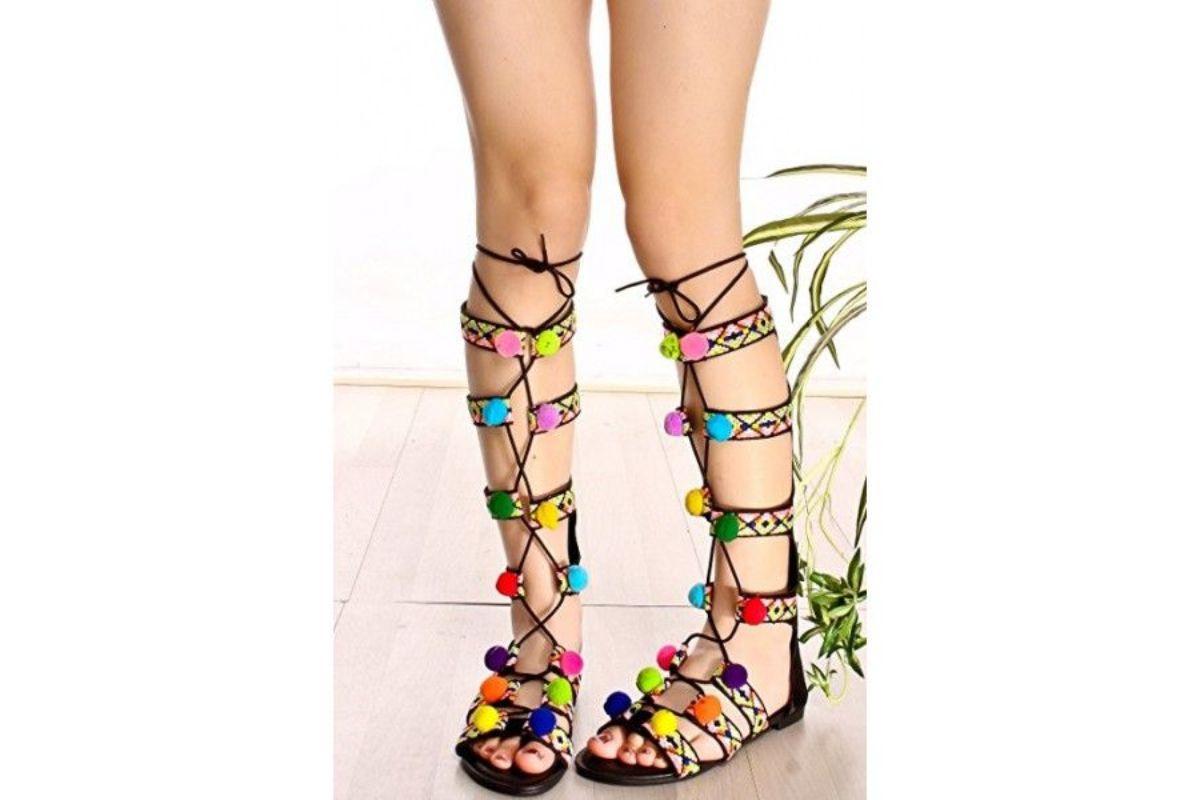 Pe Lavis.ro poti gasi sandale din piele naturala de dama ce pot fi asortate stilului tau casual de la petrecere