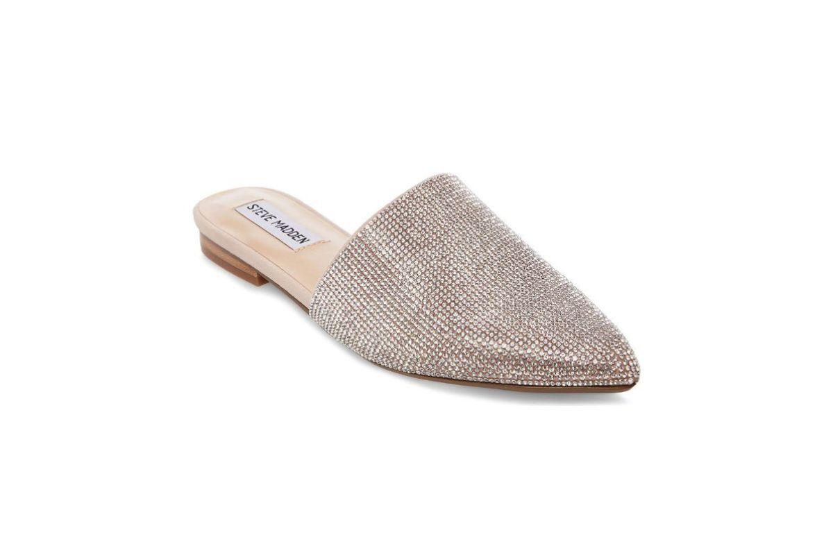 Pe Lavis.ro poti gasi pantofi decupati din piele naturala de dama ce pot fi asortata stilului tau de petrecere