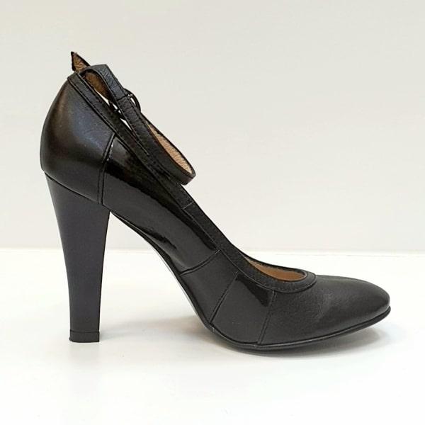 Pe Lavis.ro poti gasi pantofi cu toc din piele naturala de dama ce poate fi asortata stilului tau business casual