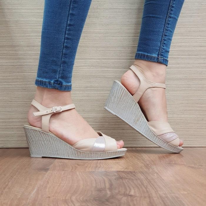 Pe Lavis.ro poti gasi sandale din piele naturala de dama ce poate fi asortata stilului tau business casual