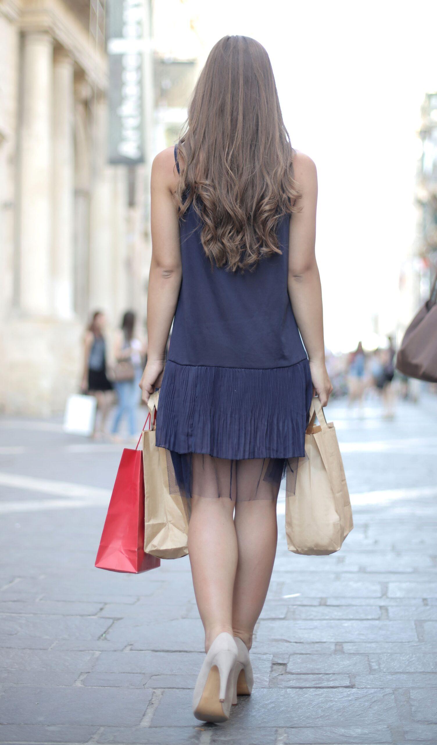 Pe Lavis.ro poti gasi pantofi cu toc din piele naturala de dama ce poate fi asortata stilului tau business