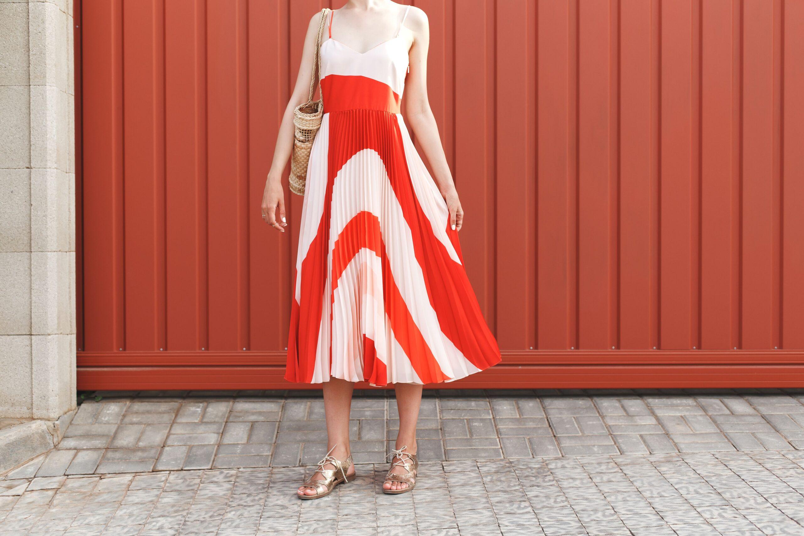 Pe Lavis.ro poti gasi sandale din piele naturala de dama ce poate fi asortata stilului tau casual