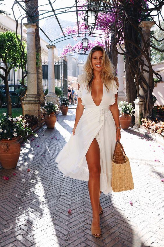 Pe Lavis.ro poti gasi genti din piele naturala de dama ce pot fi asortate stilului tau elegant