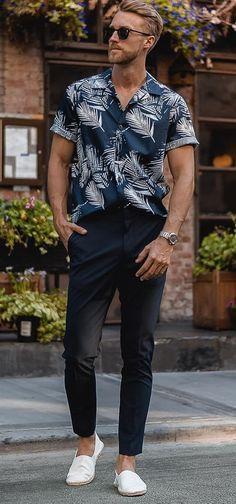 Pe Lavis.ro gasesti incaltaminte din piele naturala de barbati ce pot fi asortate stilului tau business casual